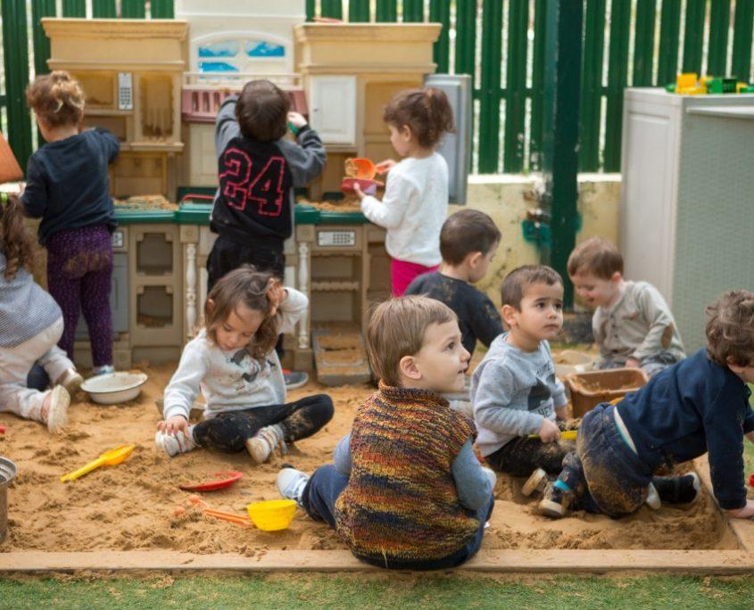 משחקים בארגז החול בטופ-גן