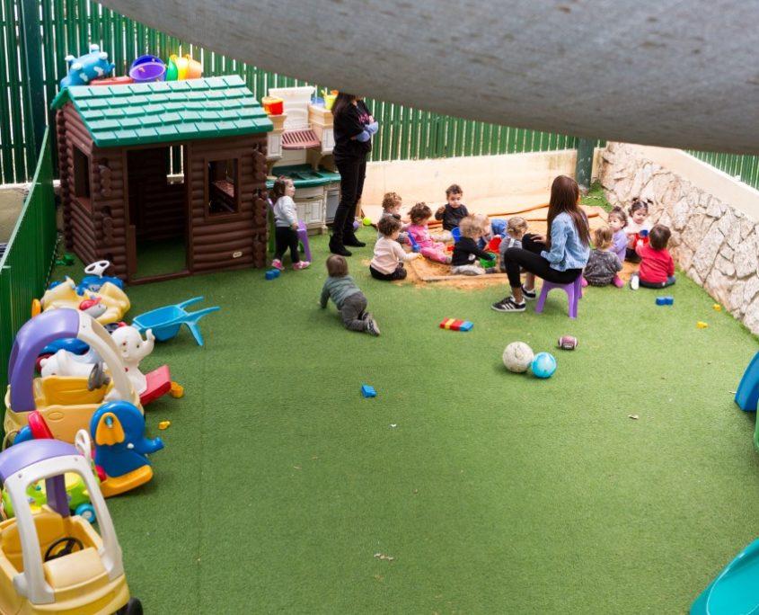 משחקים בחצר
